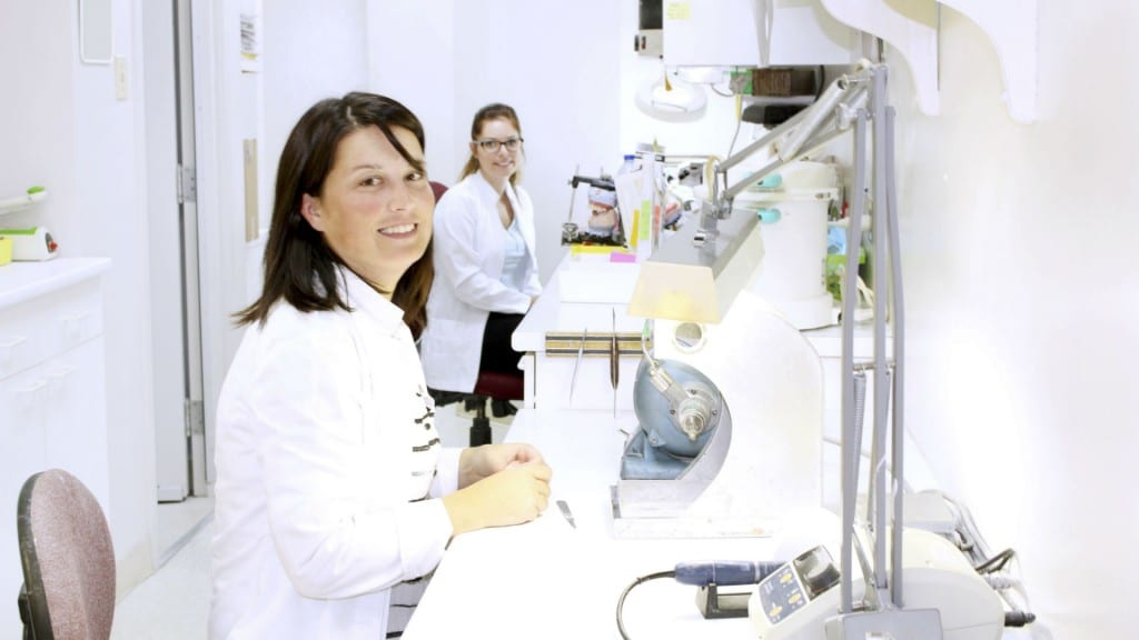 centre de denturologie clinique brossard lab 1